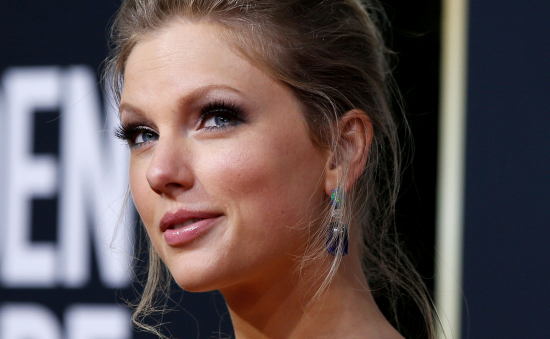 Taylor Swift Is Having A Great Professional Year - Record 1-Million Sales And Multiple Nominations At AMA